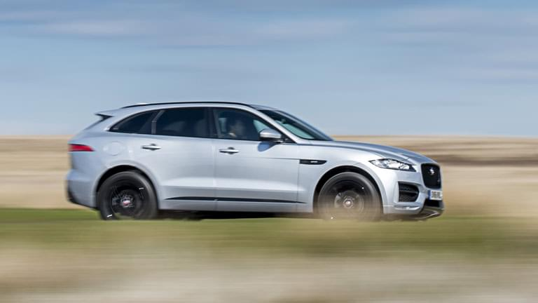 jaguar f pace gebrauchtwagen kaufen bei autoscout24. Black Bedroom Furniture Sets. Home Design Ideas