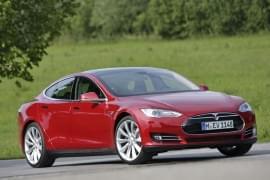 Tesla Model X P85+ von vorn