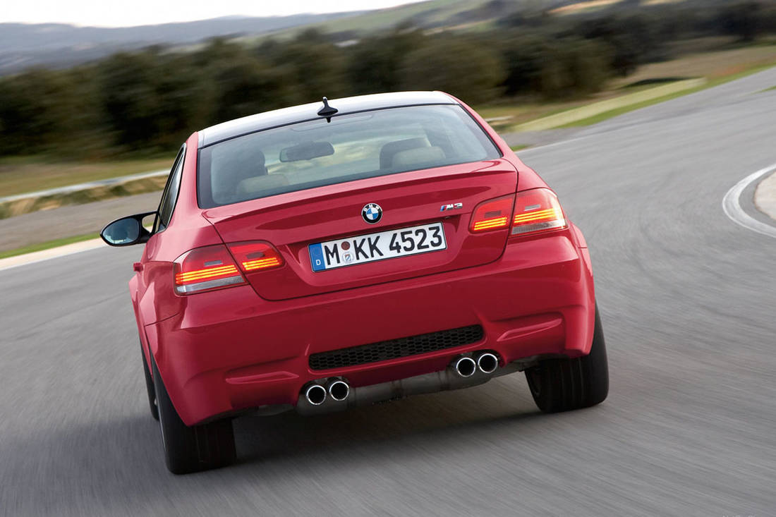 Hero-BMW-M3-E90-rear-dynamic