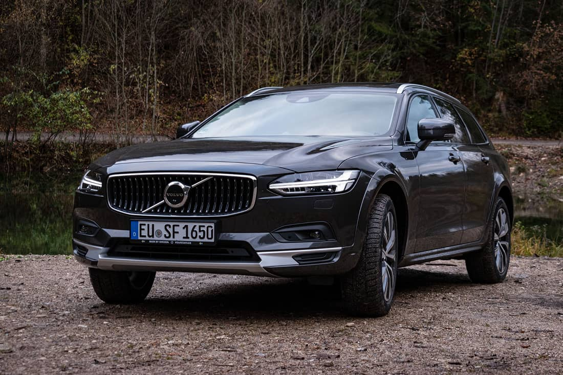 Volvo-V90-Cross-Country-Front-Side