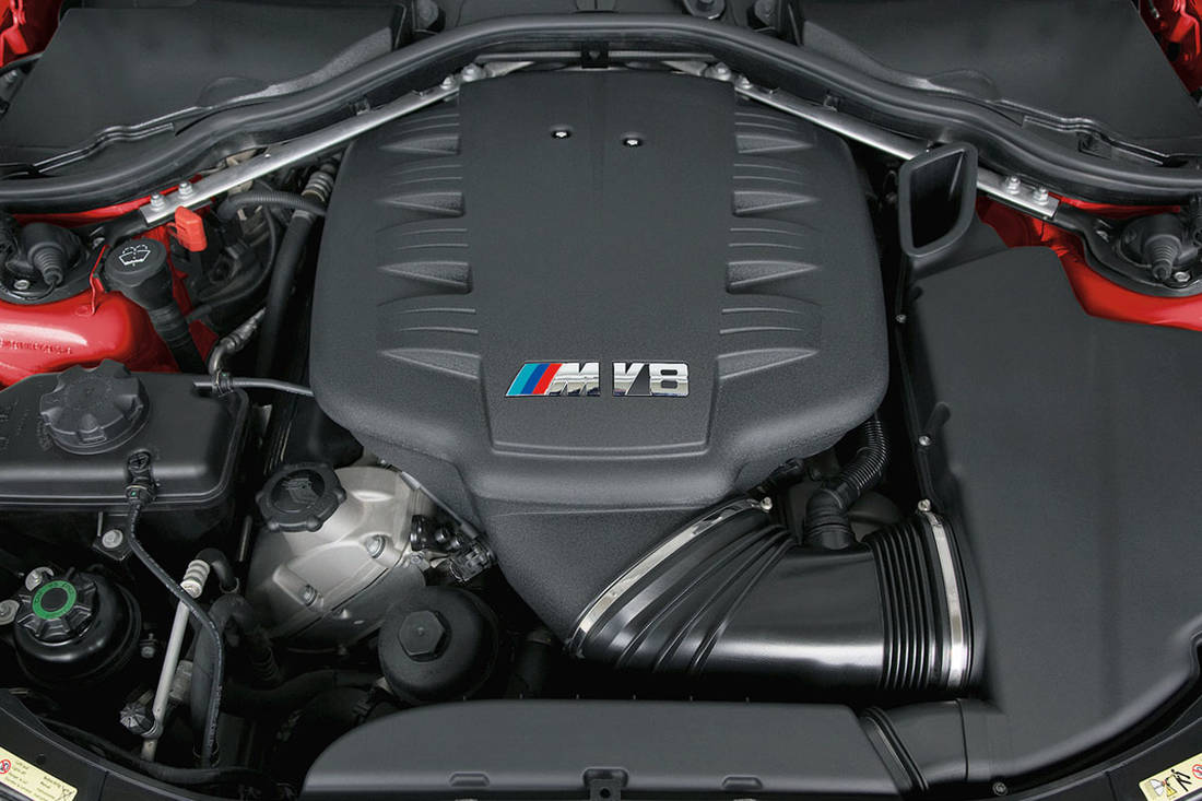 Hero-BMW-M3-E90-engine