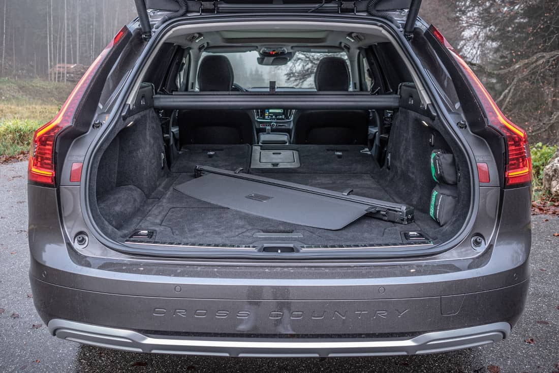 Volvo-V90-Cross-Country-Trunk
