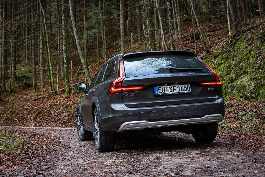 Volvo-V90-Cross-Country-Wood2